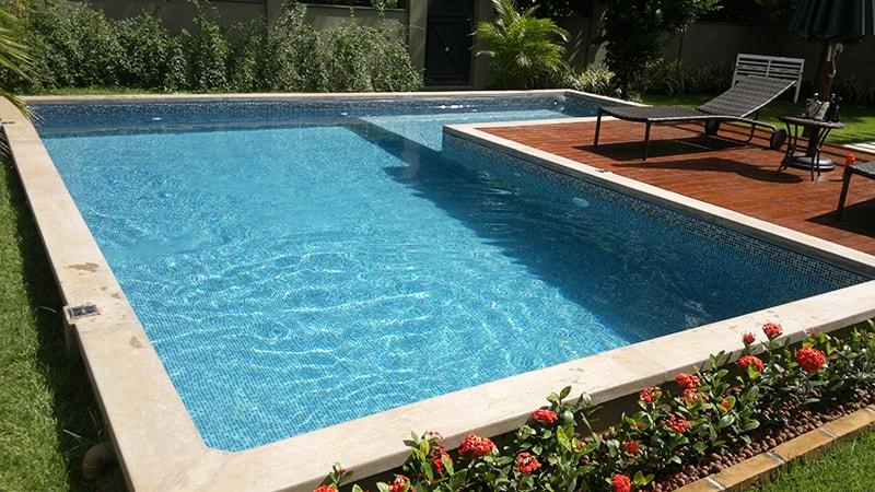 Gua cristalina piscinas for Modelos de piscinas recreativas